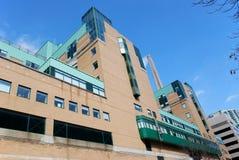 Edifício moderno do hospital Imagens de Stock Royalty Free