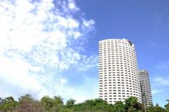Edifício moderno em uma luz do dia Fotos de Stock Royalty Free