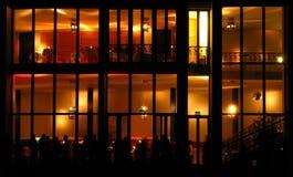 Edifício moderno na noite Fotos de Stock Royalty Free