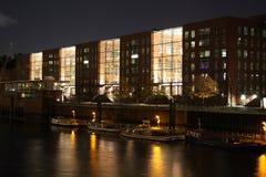 Edifício moderno na noite Foto de Stock Royalty Free