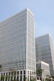 Edifício moderno no céu azul Fotografia de Stock Royalty Free