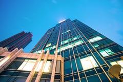 Edifício moderno no céu azul Imagens de Stock Royalty Free