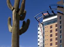 Edifício moderno no deserto fotos de stock royalty free