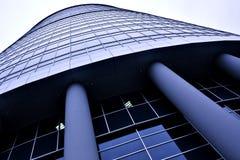 Edifício moderno novo do arranha-céus do escritório Fotografia de Stock Royalty Free