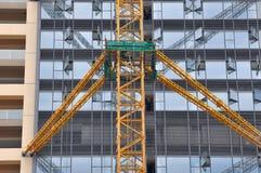 Edifício moderno sob a construção Fotos de Stock Royalty Free