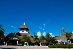 Edifício no céu azul Imagem de Stock Royalty Free