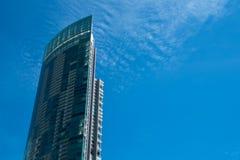 Edifício no céu azul Fotos de Stock Royalty Free