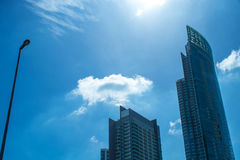 Edifício no céu azul Fotografia de Stock Royalty Free