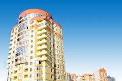 Edifício no céu azul Fotografia de Stock