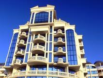 Edifício ornamentado com indicadores Fotografia de Stock Royalty Free
