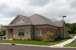 Edifício pequeno do tijolo e da pedra Imagem de Stock Royalty Free