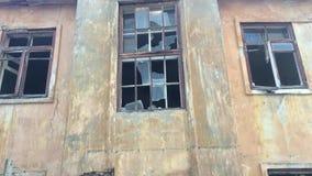 Edifício velho abandonado video estoque
