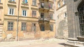 Edifício velho da cidade video estoque