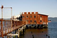 Edifício velho na água, Astoria, OU Foto de Stock Royalty Free