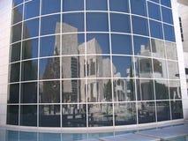 Edifícios aparafusados do espelho imagens de stock royalty free