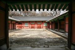 Edifícios budistas de madeira vermelhos Imagens de Stock