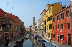 Edifícios coloridos em Veneza imagem de stock