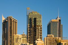 Edifícios da cidade no crepúsculo Fotografia de Stock Royalty Free