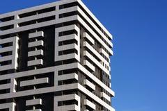 Edifícios de apartamento Casa de bloco de Moern fotografia de stock royalty free