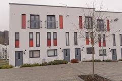Edifícios de apartamento modernos fotografia de stock royalty free