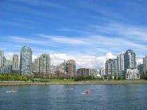 Edifícios de apartamentos na água Imagem de Stock Royalty Free