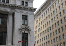Edifícios de contraste Fotografia de Stock Royalty Free