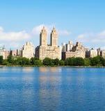 Edifícios de New York de Central Park imagens de stock