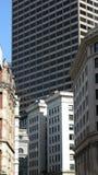 Edifícios e arranha-céus velhos Imagem de Stock