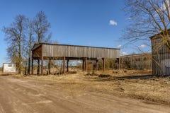 Edifícios industriais abandonados Campo Foto de Stock