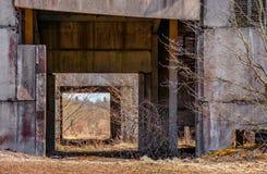 Edifícios industriais abandonados Campo Foto de Stock Royalty Free