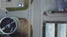 Edifícios industriais estacionamento Vista superior vídeos de arquivo