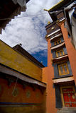 Edifícios no monastério tibetano fotografia de stock royalty free