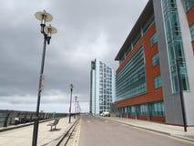 Edifícios novos pelo beira-rio Imagem de Stock Royalty Free