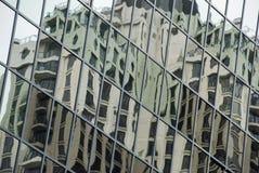 Edifícios refletindo Fotografia de Stock Royalty Free