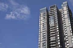 Edifícios residenciais da ascensão elevada Fotos de Stock Royalty Free