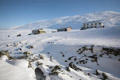 Edifícios velhos do russo, mina de carvão, Spitsbergen Fotografia de Stock
