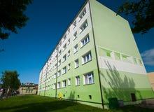 Edifício de apartamento verde Fotos de Stock Royalty Free