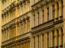 Edifícios de apartamento velhos Imagem de Stock Royalty Free