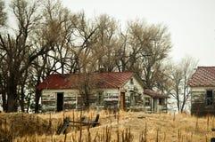 Edifícios de exploração agrícola abandonados Imagem de Stock Royalty Free