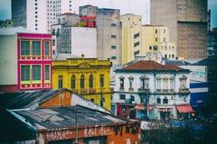 Edifici commerciali e residenziali variopinti invecchiati di affari, Fotografie Stock Libere da Diritti
