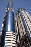 Edifici della Doubai sul cielo blu Immagini Stock
