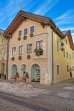 Edifici di Garmisch-Partenkirchen decorati per il Natale Immagine Stock Libera da Diritti