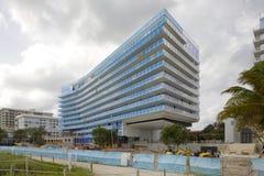 Edifici di Surfside Florida sulla spiaggia fotografia stock