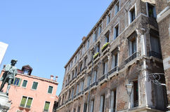 Edifici di Tipical a Venezia, Italia Immagini Stock