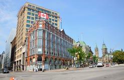 Edifici ed il Parlamento del centro di Ottawa Immagine Stock Libera da Diritti