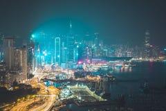 Edifici per uffici di Hong Kong alla notte Fotografia Stock Libera da Diritti
