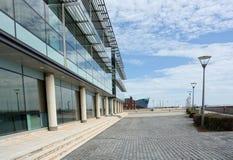 Edifici per uffici generici moderni della citt? immagini stock