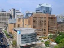 Edifici per uffici urbani e dell'ospedale immagine stock libera da diritti