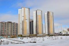 Edifici residenziali moderni foto stock 712 edifici for Piani di costruzione di edifici residenziali in metallo