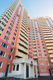 Edifici residenziali a più piani moderni Fotografie Stock Libere da Diritti